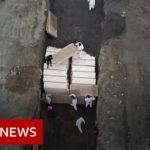 Coronavirus:  mass grave in New York – facing world's highest death rate  – BBC News