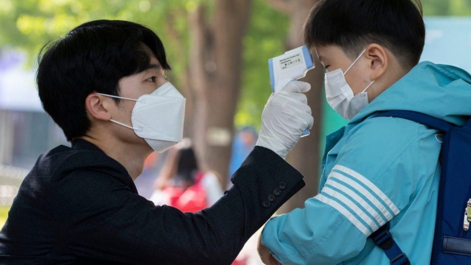 There's a demonstrated way to avoid lockdowns and still stop the coronavirus' spread. South Korea has been doing it for months.