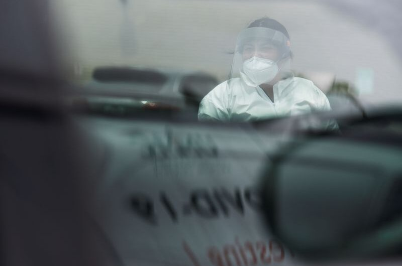 U.S. sets one-day record for COVID-19 cases, Texas pauses reopening