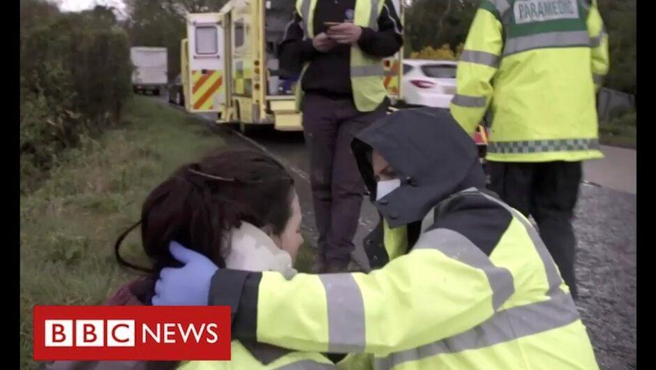 Coronavirus frontline: the paramedics risking their lives to help patients – BBC News
