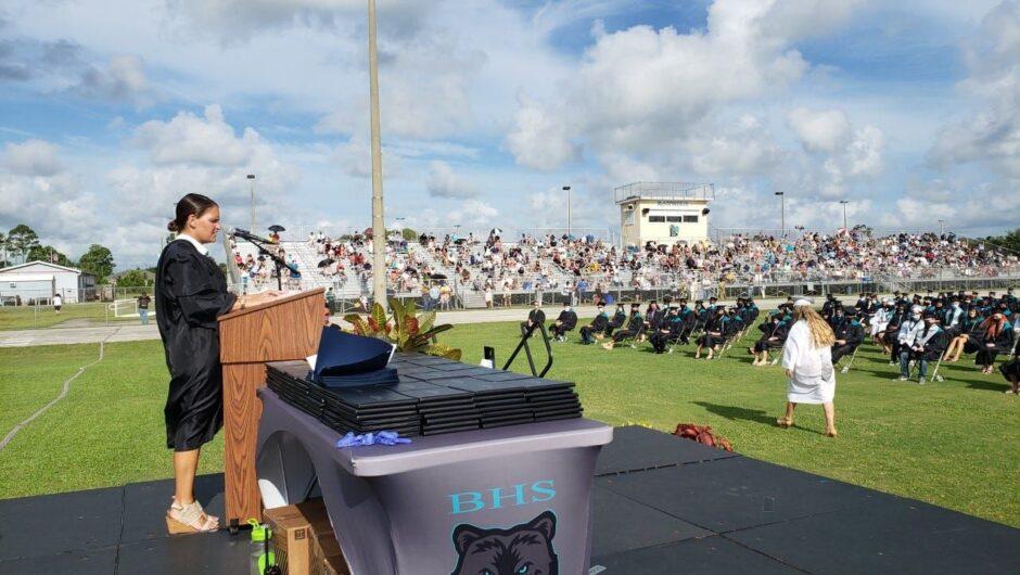 Hundreds to quarantine after COVID-19 case linked to Florida high school graduation ceremony