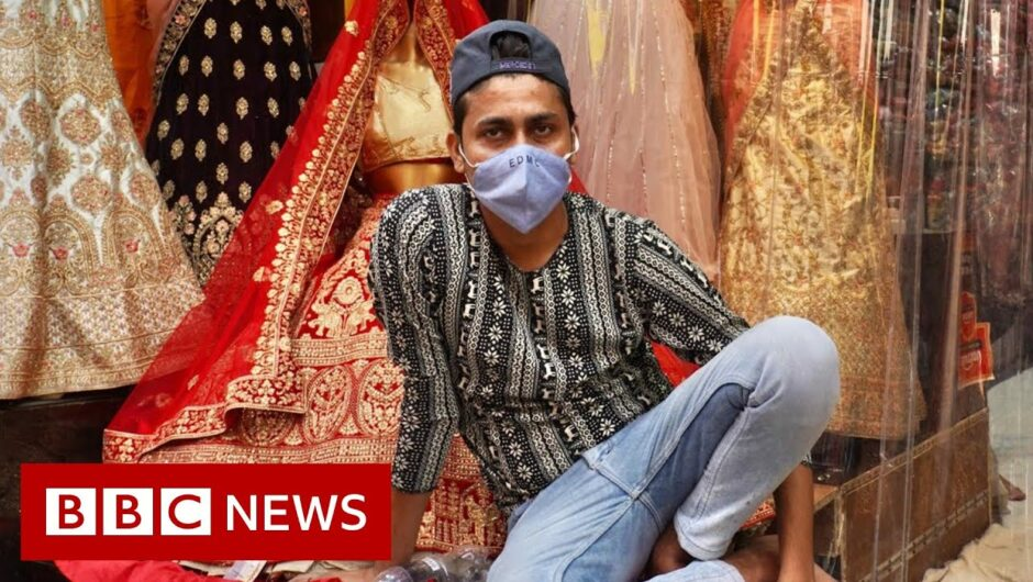 India Covid-19: Delhi's mask-averse shoppers worry officials