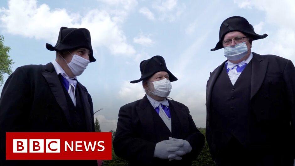 Coronavirus: France's ancient burial brotherhood defies Covid-19 – BBC News