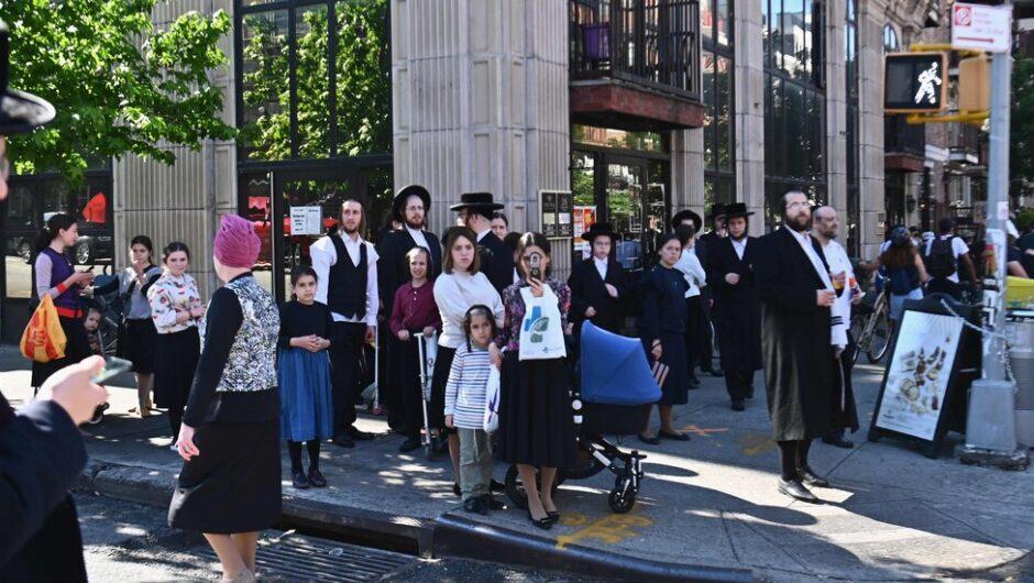 N.Y.C. Warns About Rising Virus Cases in Hasidic Neighborhoods