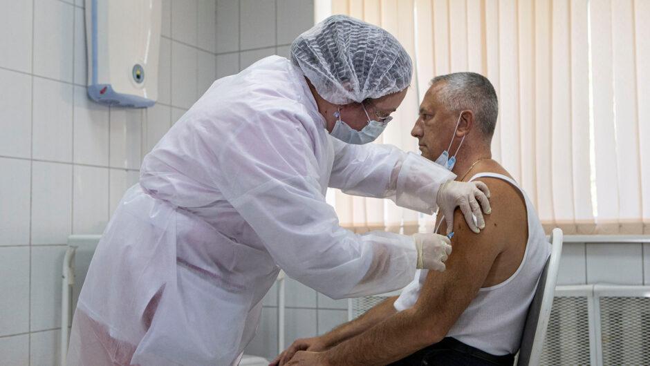 Russia offers UN staff free coronavirus vaccines