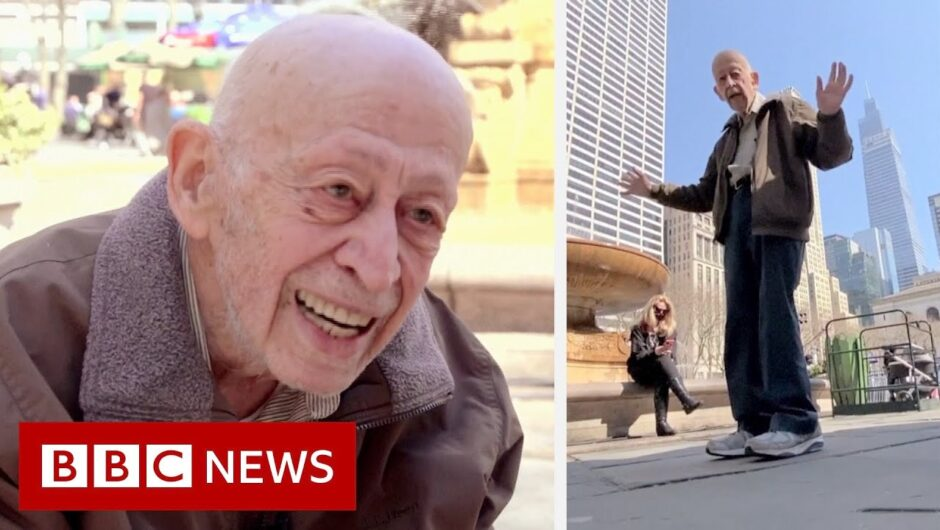 Man, 89, dances in New York streets after Covid vaccination – BBC News