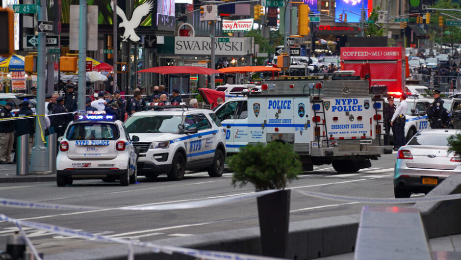 Times Square Shooting Injures 2 Women and a Child, Police Say